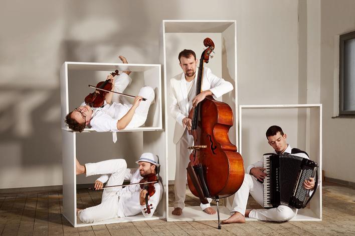 Uwaga!: Mozartovic – Amadeus goes Balkan Groove